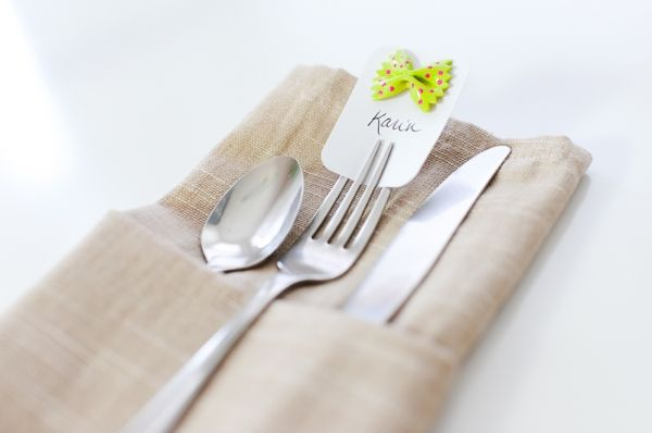 DIY Bow Tie Pasta Escort Cards, the most adorable bow ties, quick and easy DIY escort cards, the most adorable escort cards, painted and sparkly bow ties as escort cards, things to do with uncooked pasta