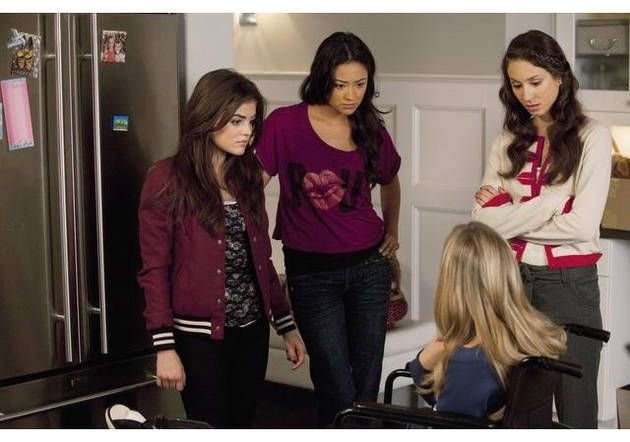 Do you remember this episode?   Pretty Little Liars #Episode12SaltMeetsWound