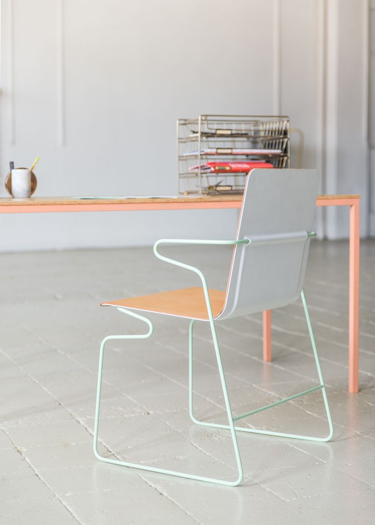 Products we like / Chair / Bendet Frame / Green / White back / Wood / Lightweight / at mocoloco