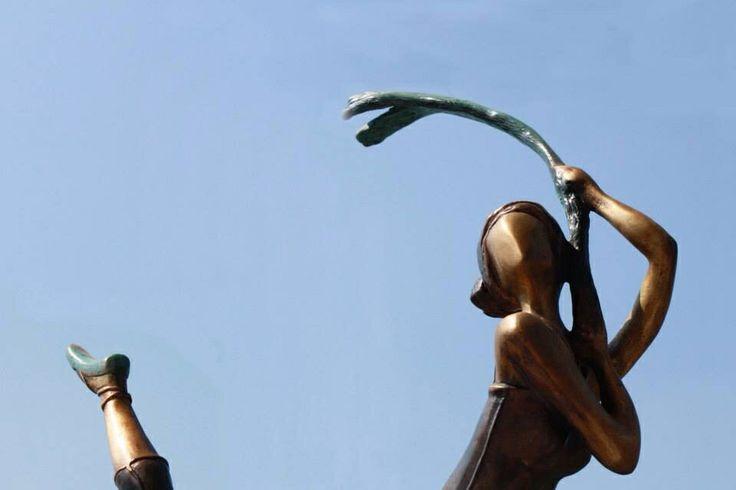 Escultura Salto en punta