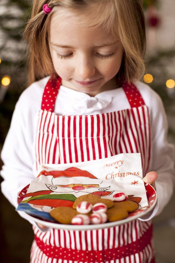 let the kids be involved in the christmas preparation Gingerbread Napkins