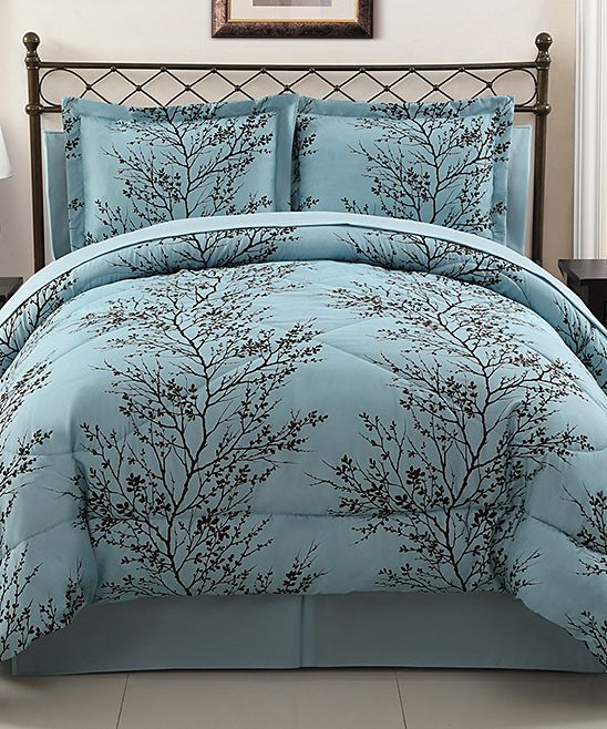 blue and chocolate leaf comforter