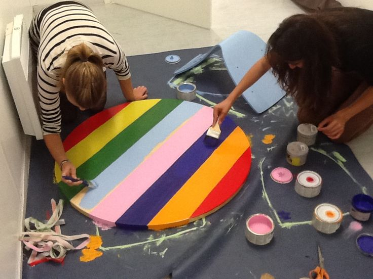 Painting rainbow table.