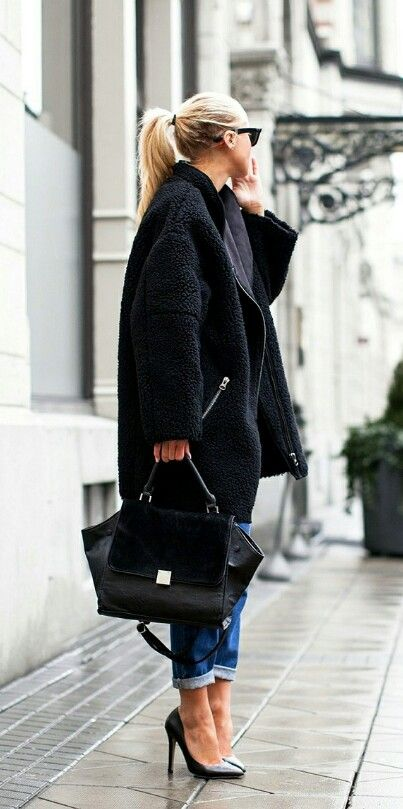 Hög tofs, höga skor, sv väska, svart kappa - ImNext Victoria T