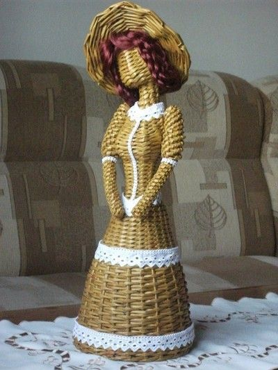 paper wicker doll - http://www.pinterest.com/blureco/paper-baskets-paper-wicker-art/