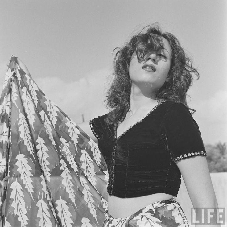 Madhubala+Glamour+Photos+by+James+Burke+1951+%284%29.jpg (1280×1280)