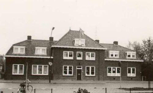 Het politiebureau lag vroeger aan de Geldropseweg. Tegenwoordig is hier  een architectenbureau in gevestigd.