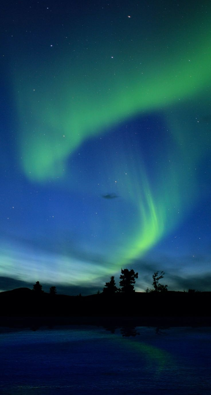 1000 ideas about northern lights wallpaper on pinterest - Iceland iphone wallpaper ...