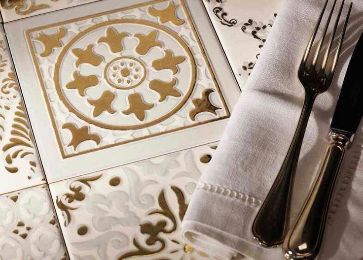 #приятногоаппетита #времяобеда с коллекцией Atelier Gold от Decoratori Bassanesi #эксклюзив #luxury #decoratoribassanesi #Петербург #дизайнинтерьера #сантехника #плитка #мозаика #вдохновение