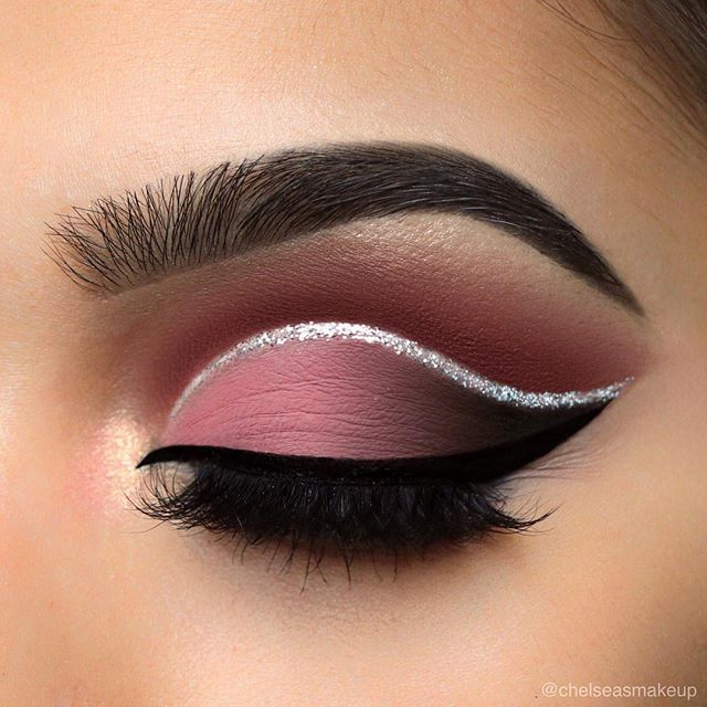 "Dusty rose cut crease 🌹🌹🌹 Brows: @mywunderbrow • 1-step brow gel in ""jet black"" Eyes: @hudabeauty • textured eyeshadow palette rose gold edition (bossy in the crease, shy, coco, and black truffle on the lid) Glitter: @urbandecaycosmetics • heavy metal glitter liner in ""glamrock"" Liner: @anastasiabeverlyhills • waterproof cream colour in ""jet""  Lashes: @luxylash • ""homegirl"" lashes Used @morphebrushes to create this eye look  #makeup #instamakeup #cosmetic #cosmetics #mua #fashion…"
