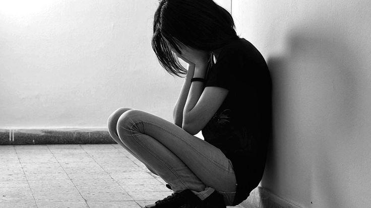 La vittima, minorenne all'epoca dei fatti, si uccise a 26 anni. La religiosa dovrà anche risarcire i familiari della ragazza. Esclusa la responsabilità della congregazione Non sono riusciti a trattenere le lacrime i genitori di Eva Sacconago, che nel 2011 si è uccisa a 26 anni, quando i giudici del Tribunale di Busto Arsizio (Varese) hanno letto la sentenza contro Maria Angela Faré, una ex suora accusata di aver abusato per anni della giovane, all'epoca ancora minorenne. La donna, che in…