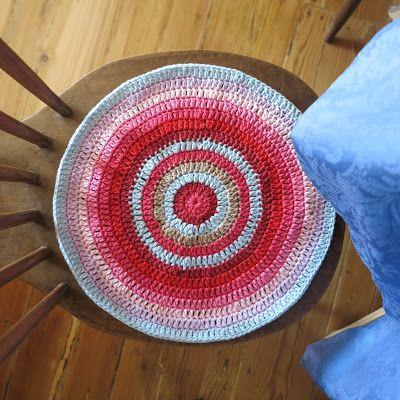 ByHaafner, crochet, circles, double crochet, bright colours, red