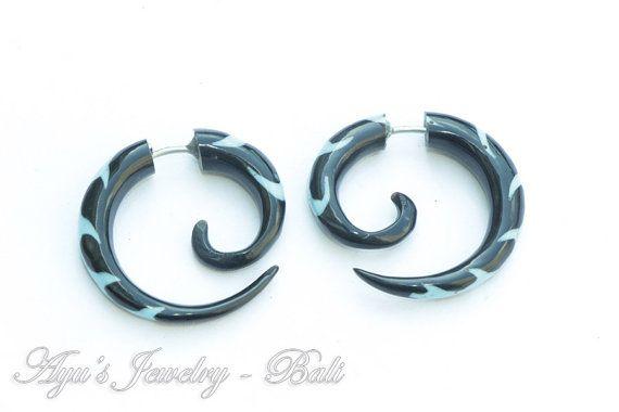 Black Spiral Fake Gauge Horn Earrings with Light by ayujewelry, $15.00 #Etsy #Fakegauge #HornEarrings #TribalEarrings #TribalStyle #SpiralEarrings #Hardcore #GothicEarrings