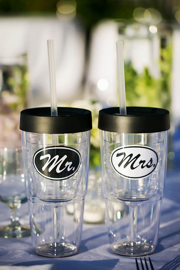 Mr and Mrs wine to-go cups. Adorable!
