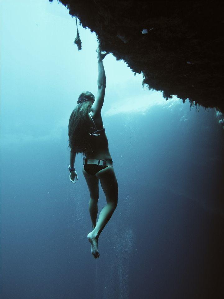 568 best images about scuba diving girls girls - Dive deep blue ...