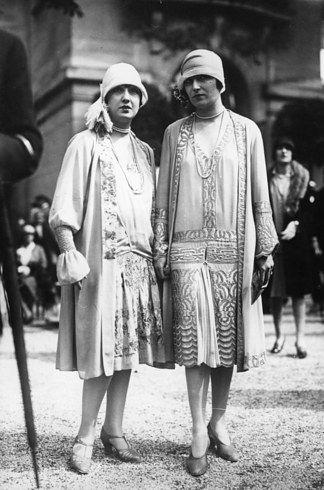 Las más arriesgadas usaban vestidos con cintura caída (1925): | 19 Razones por las que la moda de los años 20 te hará querer viajar a través del tiempo
