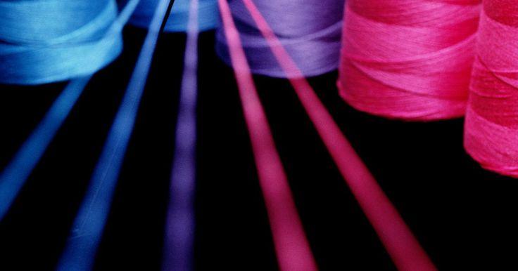 Plano de marketing para a indústria têxtil. Um plano de marketing para uma empresa do setor têxtil estabelece uma estratégia de mercado específica. Essa tática de mercado identifica metas e objetivos e estabelece ações com prazo específico para atingi-los. Esse setor engloba a concepção e fabricação de produtos têxteis e outros tecidos. Os canais de distribuição incluem os fabricantes, ...