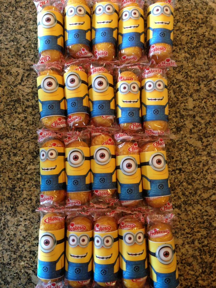 Minion Twinkies...school birthday treats  http://www.tonyastaab.com/2013/06/despicable-me-2-party-push-up-cupcakes-free-printable.html