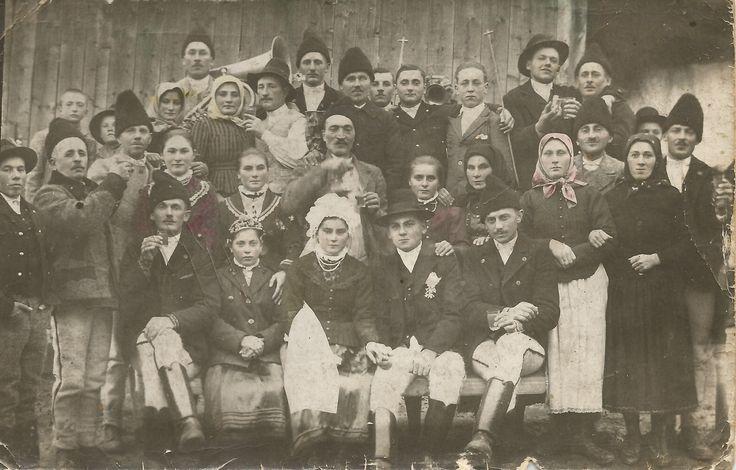 Traditional wedding photo from Balavásár, Transylvania.
