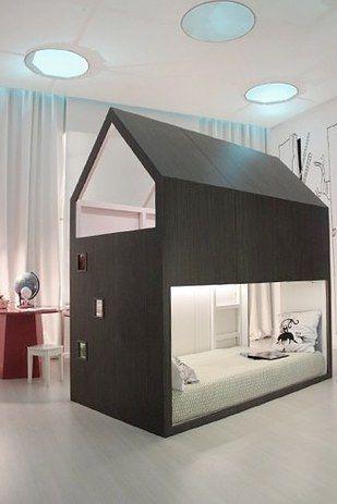 Dale a tu hijo o hija el dormitorio de sus sueños y transforma una cama Kura en un combo cama-fuerte. | 27 formas súper divertidas y creativas de transformar tu productos Ikea