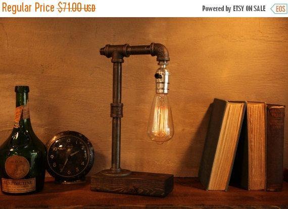 Luce di illuminazione - Steampunk lampada - lampada da tavolo - Illuminazione Edison luce - luce Vintage - tubo lampada - la lampada da comodino - rustico - Loft industriale   Lampada da tavolo in stile industriale e un rustico vintage luce di lampadina di Edison. Lampada da tavolo si trova una splendida base legno.  ADD-ON: Offriamo una gamma completa di oscuramento presa per impostare solo lumore giusto! Il dimmer è disponibile in argento e ottone, questo dimmer è disponibile nel nostro…
