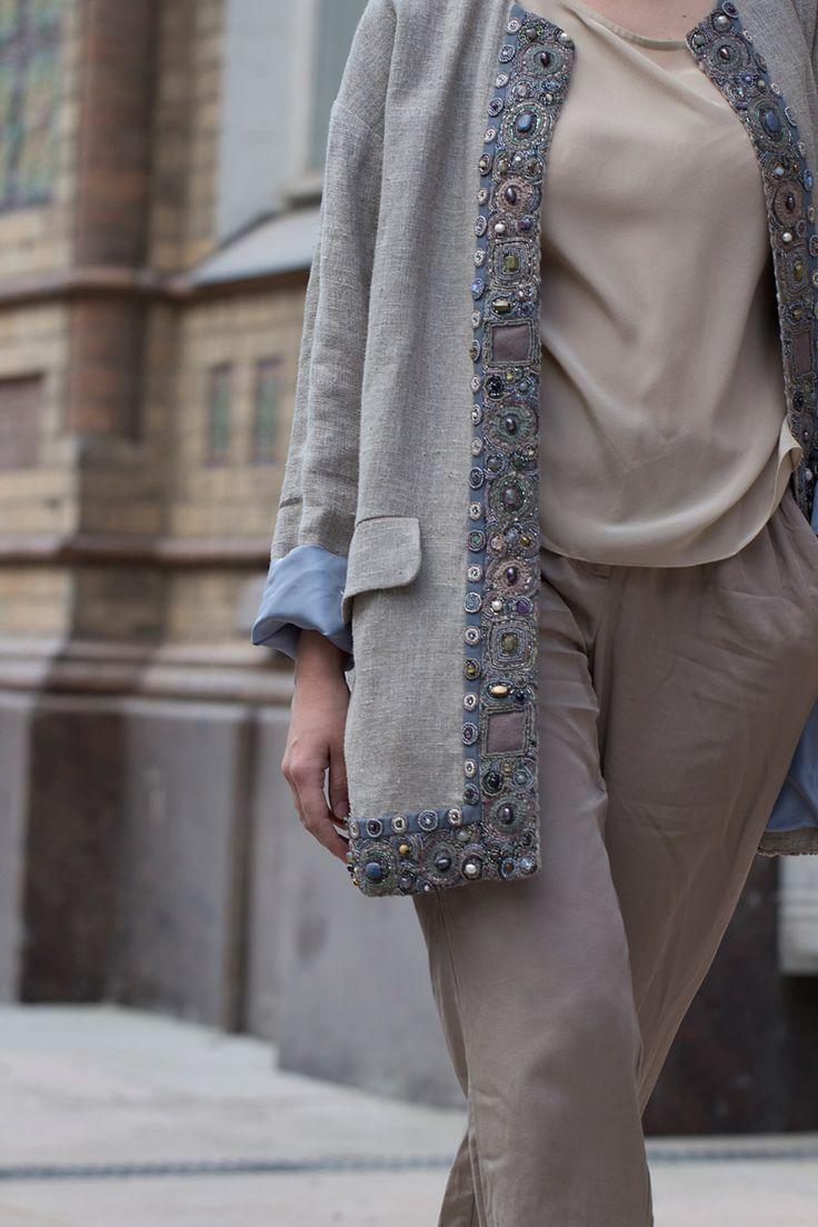 Льняной кафтан с нашей фирменной вышивкой LEVADNAJA DETAILS. Linen jacket with our Levadnaja Details embroidery