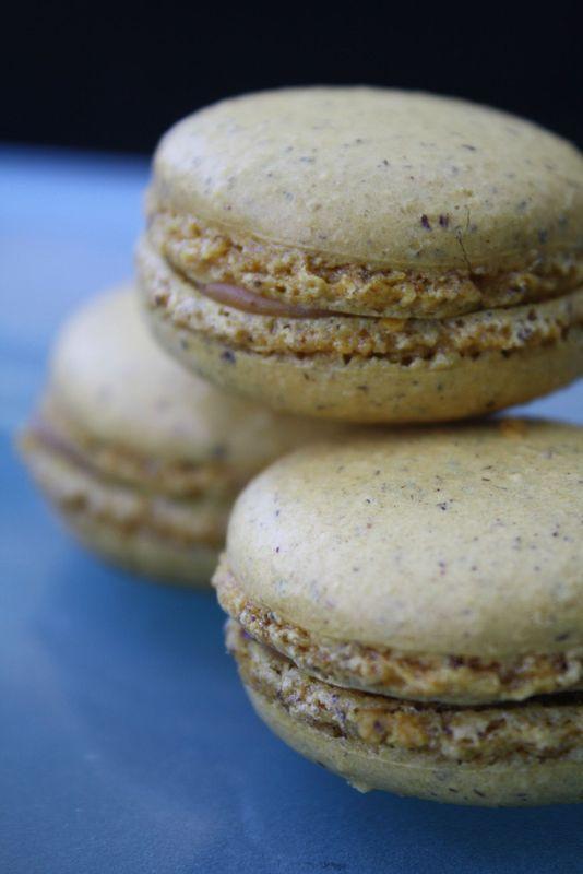 Macarons avec poudre de Noisettes-ganache Caramel