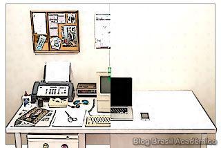 A evolução da mesa de escritório  Existe um aplicativo para tudo. E isso fez com que passássemos a ter praticamente um escritório em nossos dispositivos móveis. Esse vídeo mostra como isso foi acontecendo e como isso ajudou a tornar nossa mesa de trabalho mais clean.  Nos últimos 35 anos temos visto a transformação das coisas cotidianas que nos rodeiam passarem do tangível para o virtual. Existe um aplicativo digital para tudo desde mapeamento o mundo até o controle de contas a pagar contas…