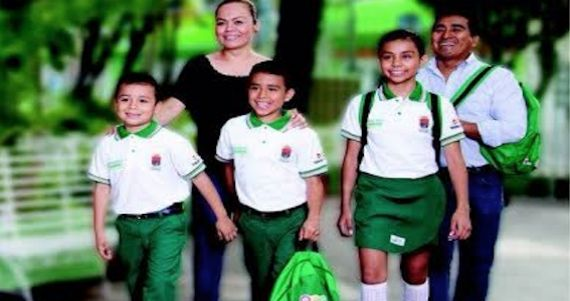 Padres y maestros en Chiapas acusan al Gobernador de promover a su partido, el PVEM, en uniformes escolares