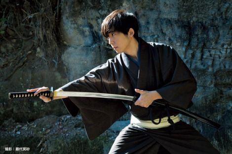 画像・写真|日本刀「源清麿」を携えた高橋一生 1枚目