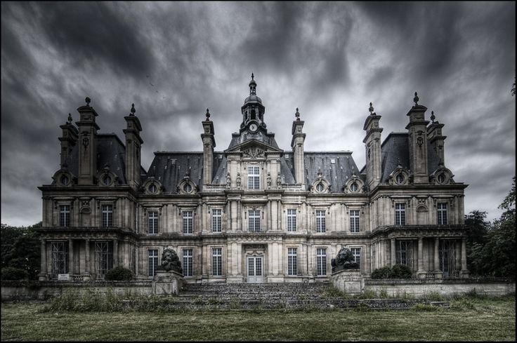 abandoned castle.  Wow!: Castles Franconvil, Halloween Parties, Dark Places, Dreams, Haunted Places, Abandoned Castles, House, Castles In France, Castles Colors