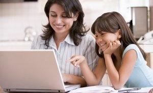 Ibu dan anak berinternet