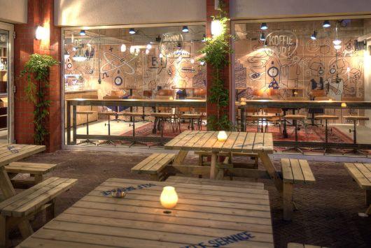 De Uurwerker, Uurwerkersgang 24-7, een nieuwe ontmoetingsplek in Groningen voor studenten, zzp'ers en creatievelingen.   De Uurwerker is een nieuwe ontmoetingsplek in Groningen voor studenten, zzp'ers en creat...