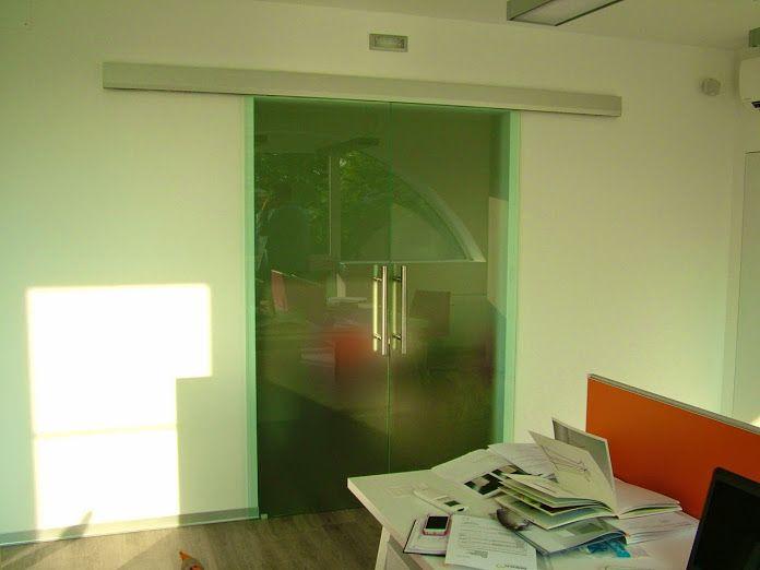 Porta scorrevole d'accesso alla sala riunioni
