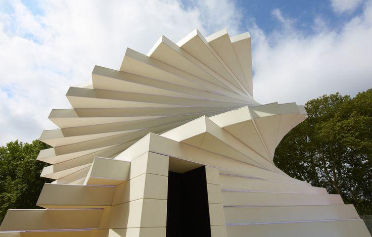 Pavillon CREER #SaintGobain350 : Pour ses 350 ans, Saint-Gobain a imaginé quatre pavillons sensoriels baptisés Sensations Futures. L'escalier hélicoïdal du pavillon « Créer » est un défi architectural, visitez-le dès à présent en vidéo.  Les pavillons seront à Paris, Place de la Concorde, du 15 au 31 octobre. Plus d'informations sur le site corporate du Groupe (https://www.saint-gobain.com/fr/350-ans/les-pavillons-sensations-futures