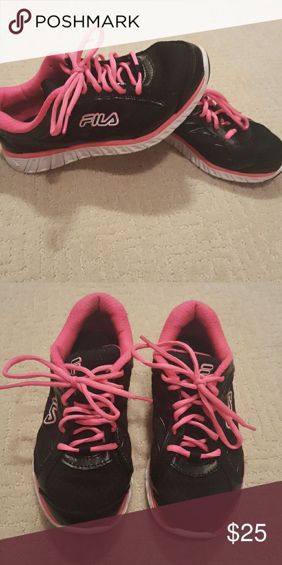 Woman's Fila Sneakers Black and pink good condition Fila Shoes Sneakers
