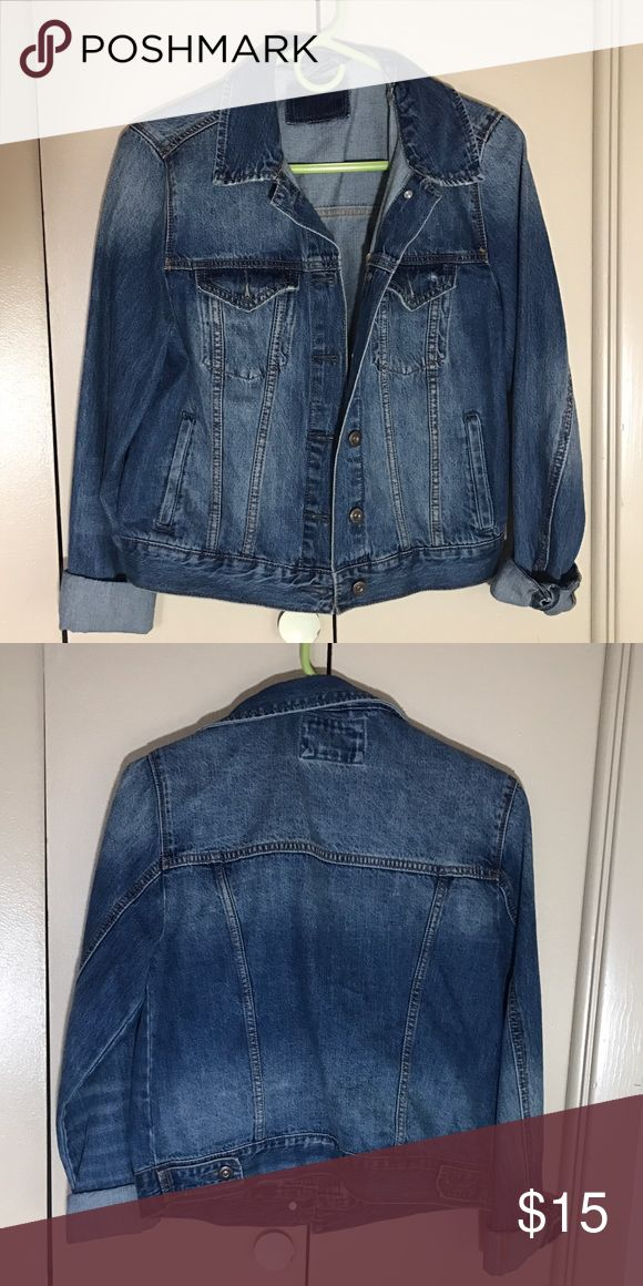 Jean jacket Fitted jean jacket just in time for spring! Truly an essential wardrobe piece 🍀🌸🌼 Forever 21 Jackets & Coats Jean Jackets