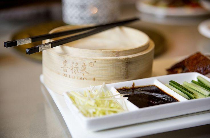 Se for alérgico ao glúten, pode optar por comer o pato à Pequim em molho de mirtilo em vez de o comer enrolado em crepes de arroz com molho de soja.