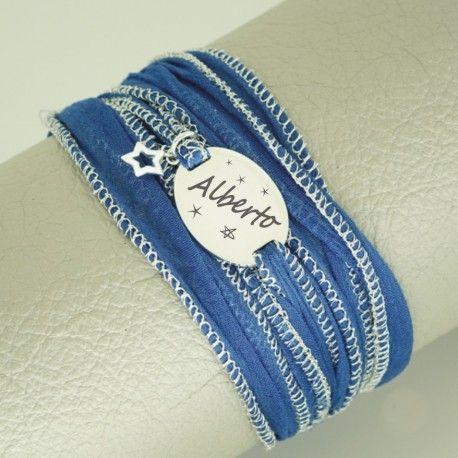Placa plata de ley en forma de ovalo, y estrellita. Grabada personalizada con gasa natural teñida azul, anudada en la muñeca.. #joyasquehablandeti #miplatafina