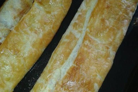 slaný závin z listového těsta a kuřecího masa | recept