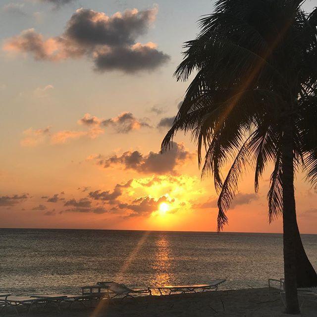 A wonderful sunset tonight #nofilterneeded #follow4follow #earth_shotz #ericdamier#earthartofficial#moodsinframe #sky_brilliance#earthfocus#bd_pro#earthartofficial#sunset_stream#sunset_vision#BNS_sunset #sunset_vision #super_photosunsets #unlimitedsunsets #sunset_madness #sunset__madness_ #sunsetsuperstar #sunshine #beautiful #sunrise #beautiful #nature #sunlight #photooftheday #sunsetlovers #instasky #all_sunsets #TagsForLikes #sunset_madness #sunset_hub