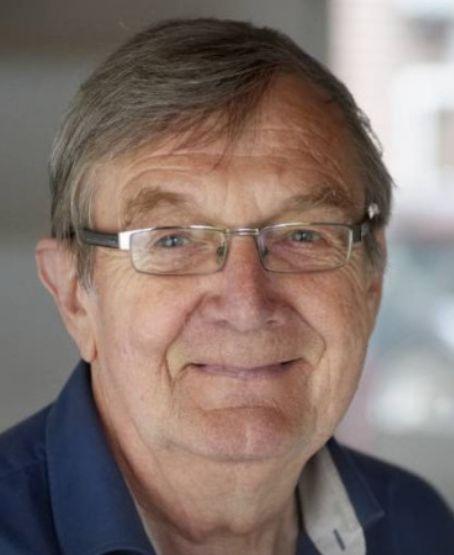 † Henk Habraken (71) 15-02-2017 Dialectzanger Henk Habraken uit Heeswijk-Dinther is overleden. Dat meldt het Brabants Dagblad. De troubadour schreef en zong liedjes in het Brabants en won in 2008 de Ad de Laat-prijs. Hij werd 71 jaar oud.