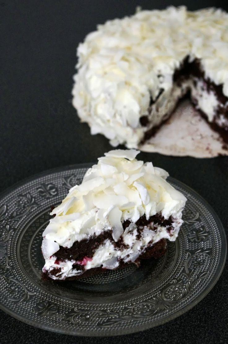 La Forêt Noire, ce célèbre gâteau allemand au chocolat garni et recouvert d'une belle couche de chantilly, j'en suis dingue ! Mais ayant un ...