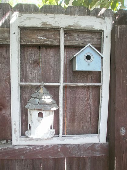 Little wooden bird houses, and a rustic vintage window? It's clear that this garden is owned by a person who loves old stuff as much as I do...