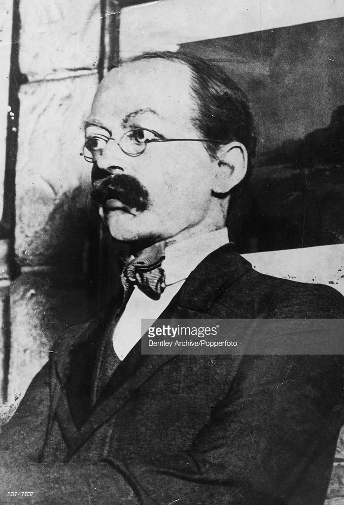 circa 1910, Dr Hawley Harvey Crippen (Dr, Crippen), Dr, Crippen (1862-1910) was found guilty of the murder of his wife Belle Ellmore after fleeing with his lover Ethel LE e Neve to Canada on board a ship where he was arrested, He was hanged at Pentonville Prison in 1910