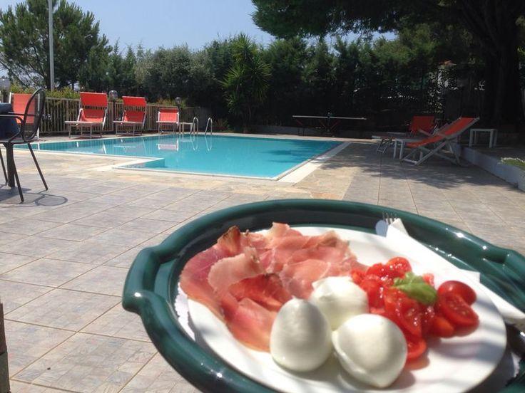 Mozzarella di Bufala, prosciutto San Daniele e pomodorini - dieta mediterranea - Hotel Calanca - Marina di Camerota #iomangioitaliano #madeinitaly