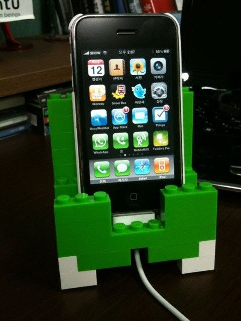 lego iphone dock - I don't have an iPhone but I'm sure I can customise this!