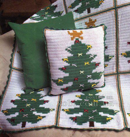 Подушка и плед с ёлочками вязаные крючком. Для вязания новогодней подушки и пледа понадобится пряжа зеленого желтого и белого цветов, крючок, бантики для декорирования.  Для подушкисвязать по схе…