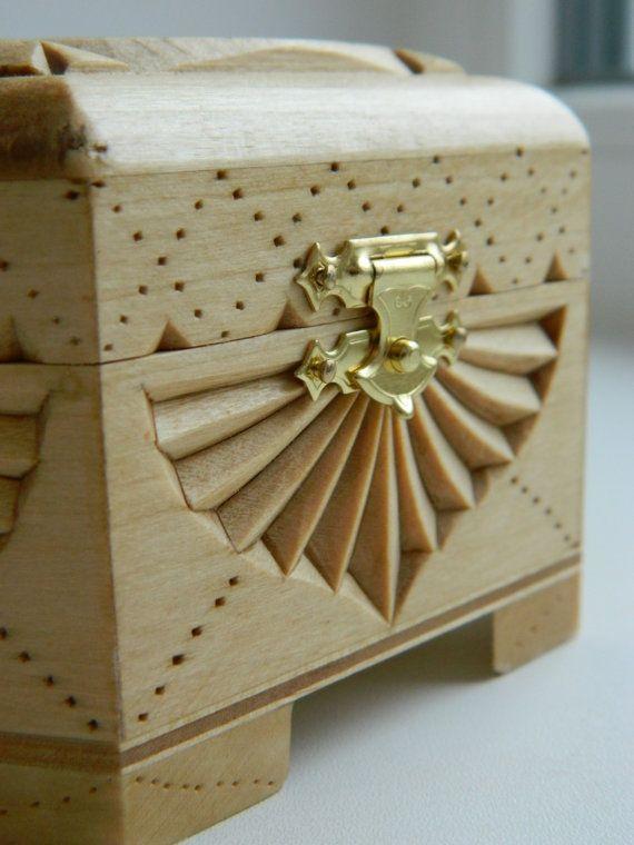 Estendere le loro ali cofanetto di legno intagliato a di FancyChip