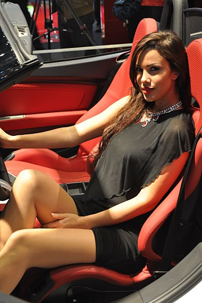 36 best les plus belles h tesses des salons autos images for Salon de l auto hotesse